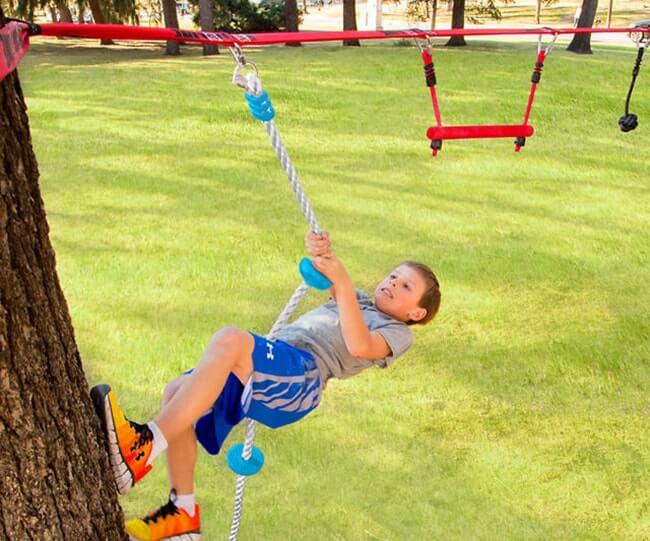 Slackline con obstáculos ninja para niños | Deja de Pensar